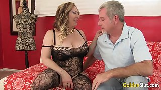 Curvy Mature Savannah Jane Takes an Old Hawkshaw for a Joyride