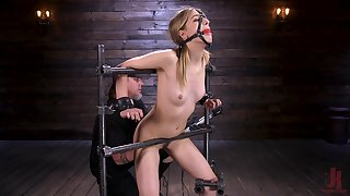 Brave sweeping Kristen Scott is superior to before ready for eccentric and heavy sex games