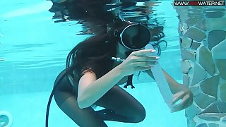 Girl in scuba and pantyhose Diana Kalgotkina is toying pussy under the water