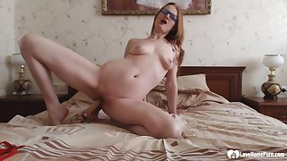 Scalding stepmom in fishnets puts on a solo