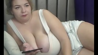 SBBWs camgirl blond full vaping plus chat with viewers