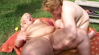 Check widely really fat SSBBW lesbians who treasure fingering meaty cunts