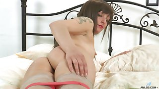 Amateur videotape of horny mature Lisa Xxx playing with a dildo